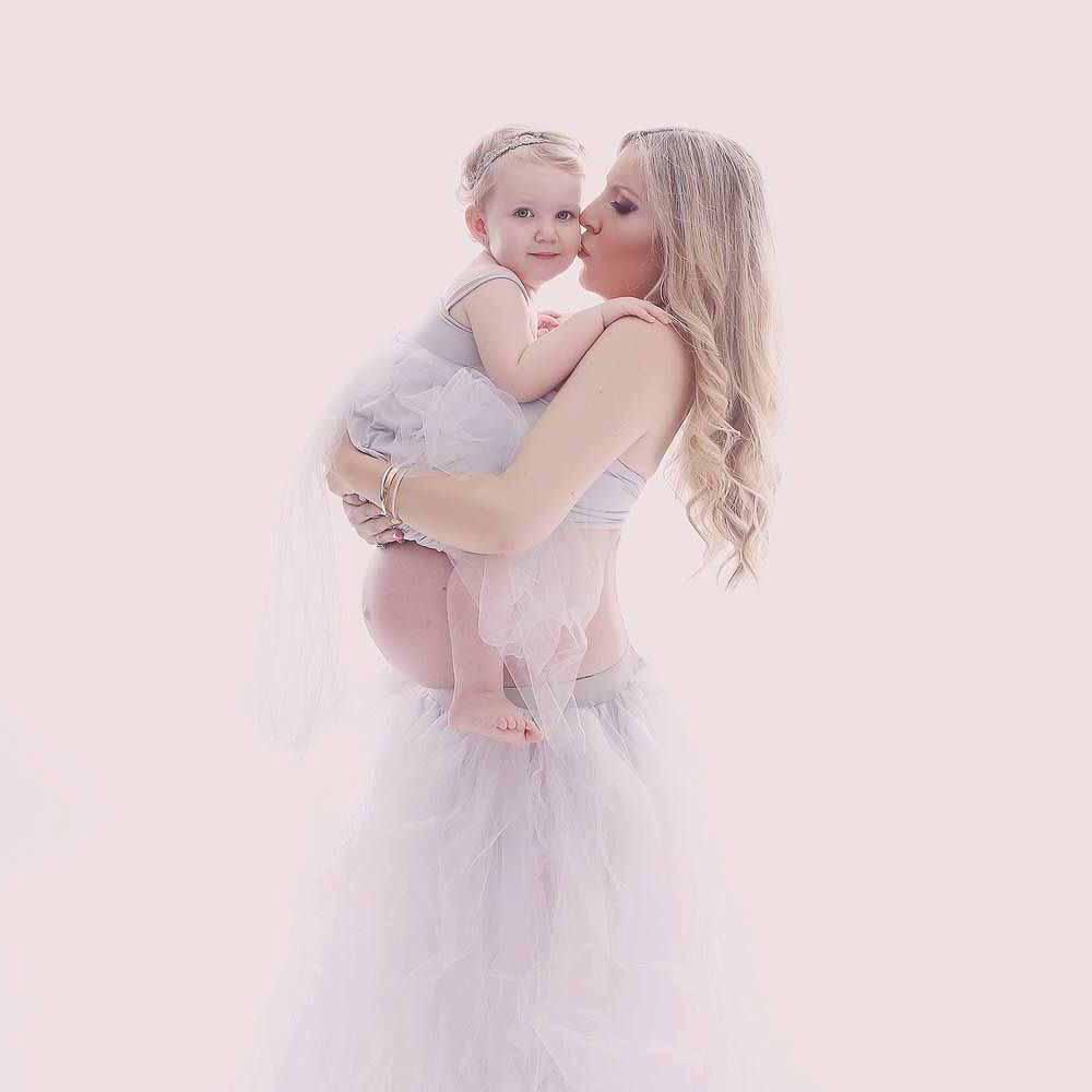 Gratis gravid fotografering. Smukke og naturlige gravid billeder i trygge og naturlige